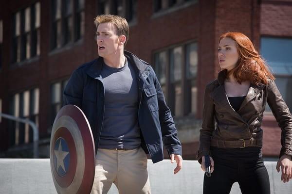 A atriz Scarlett Johansson em cena do terceiro filme do herói Capitão América (Foto: Reprodução)