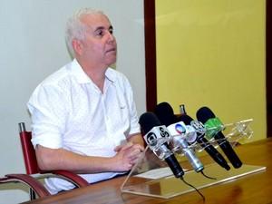 Secretário Marcos Brandão anunciou corte de salário para os servidores da Educação que estão em greve (Foto: Quésia Melo/G1)