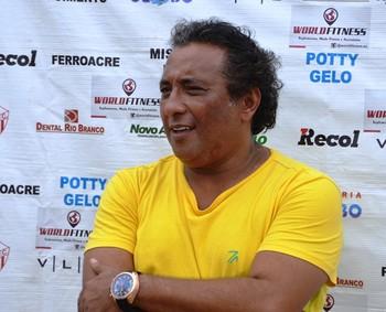 Carlinhos Farias, gestor de futebol do Rio Branco-AC (Foto: Murilo Lima)