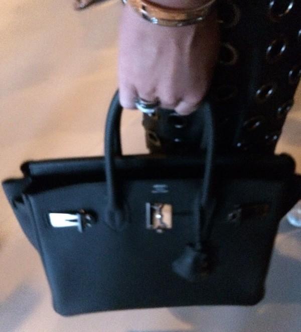 A bolsa Birkin, da Hermès, usada por Ana Paula Siebert (Foto: Marie Claire)