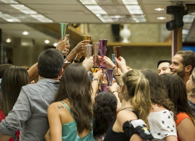 Tradicional brinde dos participantes (Foto: João Cotta/Ed.Globo)