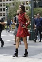 Camila Coelho opta por pernas de fora em looks para semana de moda