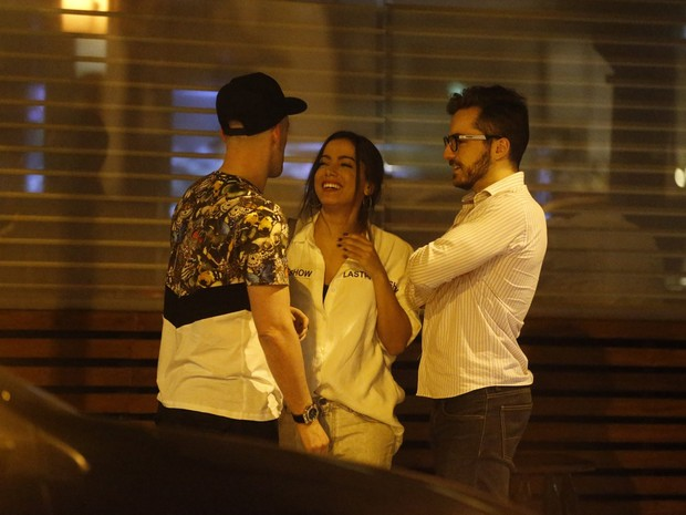 Paulo Gustavo com o namorado, Thales Bretas, e Anitta na Zona Sul do Rio (Foto: Ag. News)