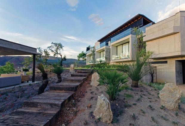 Casa se abre completamente à vista de um vale (Foto: Ana Ferrer Gómez-Tejedor/Divulgação)