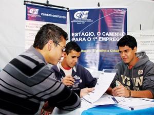 Estudantes participam de seleção do CIEE. Região conta com mais de 1.800 vagas de estágio. (Foto: Divulgação/CIEE)