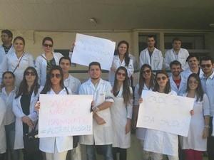 Manifestação Médicos Residentes HU UFJF Juiz de Fora 2 (Foto: Roberta Oliveira/ G1)