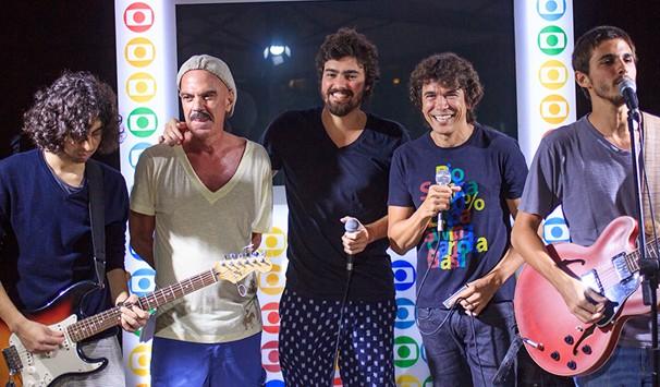 Show da banda Os Dentes teve a particpação de Milton Guedes, Qinho e Freddy Ribeiro (Foto: Divulgação/ TV Globo)