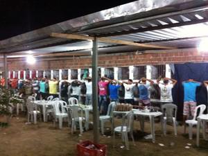 Polícia informou que 170 pessoas assistiam confronto dos animais (Foto: Divulgação/Assessoria)