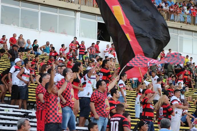 Torcida Flamengo-pi (Foto: Emanuele Madeira)