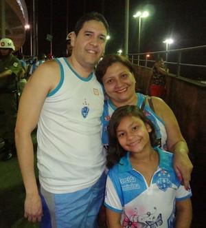 Socorro Palheta, que sempre vai aos jogos do Paysandu, acredita em vitória no DF (Foto: Gustavo Pêna)