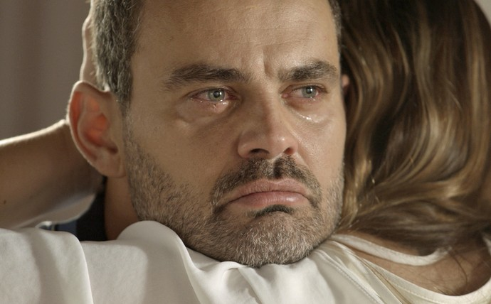 Será que César vai abrir mão de Domingas e retomar sua vida ao lado de Gisela? (Foto: TV Globo)