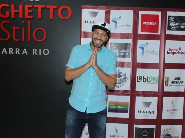 Ex-BBB Luiz Felipe em festa na Zona Oeste do Rio (Foto: Marcello Sá Barretto/ Ag. News)