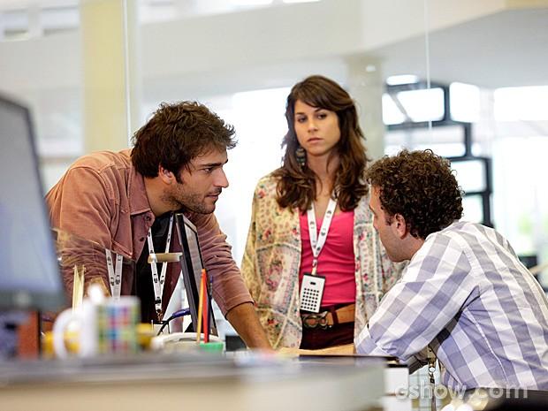 Davi acusa Bóris de provocar a demissão de Matias, e Jonas ouve tudo (Foto: Raphael Dias / TV Globo)