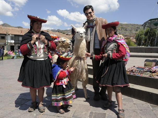 Mateus Solano aproveita intervalo das gravações da novela Amor à Vida no Peru para curtir a cultura local (Foto: Estevam Avellar/ TV Globo)