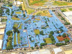 Vista aérea da Feira Hippie, em Goiânia, Goiás (Foto: Hélio Nunes/O Popular)