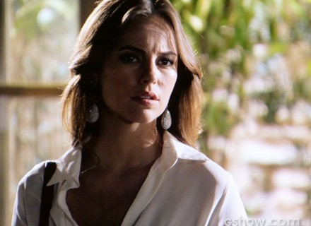 Paloma aparece de surpresa e salva César de ser assassinado por Ninho