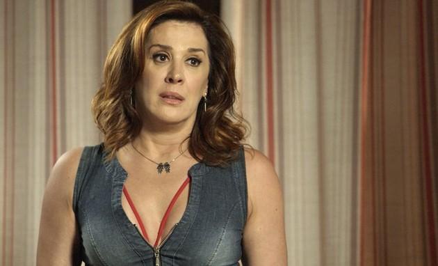 'A lei do amor': Claudia Raia em cena como Salete (Foto: TV Globo)