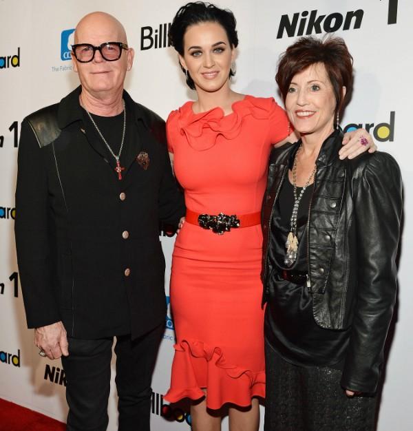 Katy Perry e seus pais Keith e Mary Hudson (Foto: Getty Images)