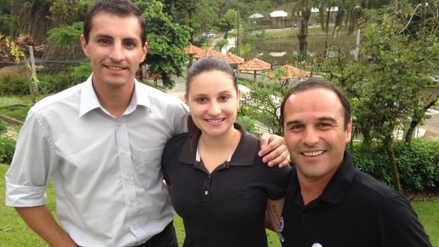 Júlio Ettore, Emilin Souza e Heverton Ferri visitaram os bairros (Foto: RBS TV/Divulgação)