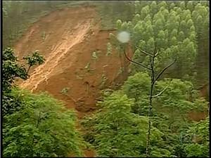 Deslizamento em Sardoá (Foto: Reprodução / Inter TV)