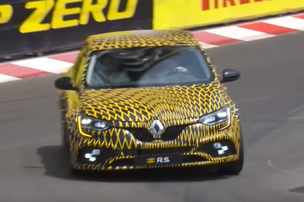 Renault Mégane R.S. aparece durante os treinos da F1... camuflado! (Foto: Reprodução)