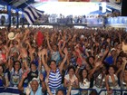 Foliões lotam quadra da Portela para seguir apuração do carnaval do Rio