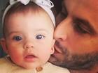 Henri Castelli posa beijando a filha Maria Eduarda: 'Amor maior, filhos'