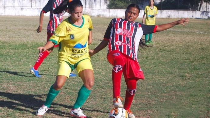 Angra Bernardes (esquerda)  no time Meninas Olímpicas (Foto: Kely Pereira/ arquivo pessoal)