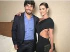 Deborah Secco usa vestido sexy em evento com o marido, Hugo Moura