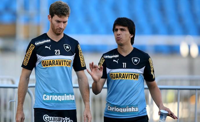 Bolatti conversa com Zeballos durante treino (Foto: Satiro Sodré/SS Press)