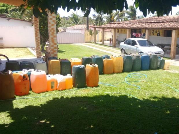 Cerca de 300 litros estavam na casa de preso nesta terça no RN (Foto: Divulgação/Polícia Civil)