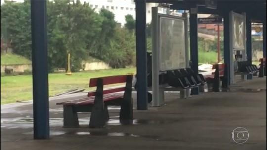 Passageiros reclamam de goteiras nas estações da Linha 12-Safira da CPTM
