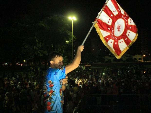 Foliões comemoraram a vitória da Igrejinha em Campo Grande (Foto: Graziela Rezende/G1 MS)