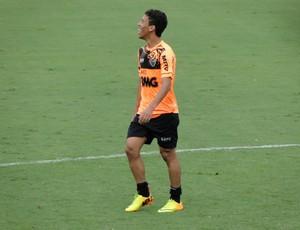 Marcos Rocha treinando na Cidade do Galo (Foto: Léo Simonini / Globoesporte.com)