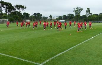 Em clima de despedida e foco total, Atlético-PR treina com time completo