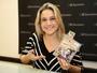 Fernanda Gentil lança livro e faz noite de autógrafos em São Paulo