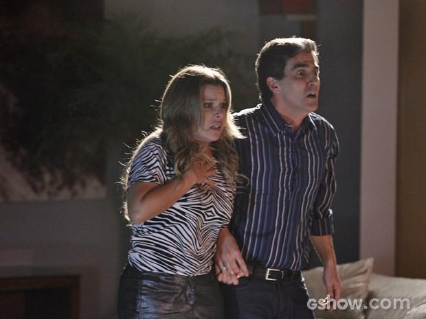 Bernadete e Abelardo em pânico com a aparição (Foto: Inácio Moraes / TV Globo)
