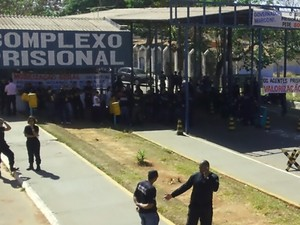 Greve dos agentes prisionais chega ao 3º dia em Aparecida de Goiânia (Foto: Eduardo Silva/TV Anhanguera)