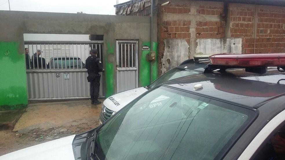 Criminosos arrombaram portão e mataram preso do sistema semiaberto em São Gonçalo do Amarante, RN (Foto: Sérgio Henrique/ Inter TV Cabugi)