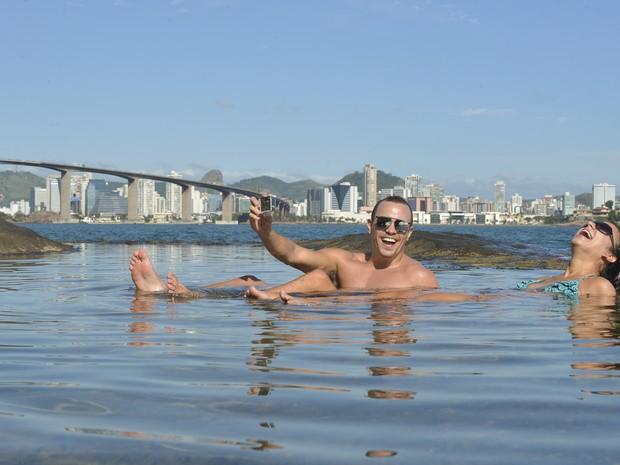 Capixabas descobrem piscina natural próximo ao Morro do Moreno (Foto: Edson Chagas/ A Gazeta)