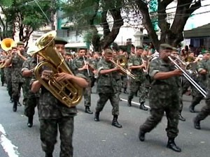 Desfile de 7 de setembro em Salvador, em 2010 (Foto: Reprodução/ TVBA)