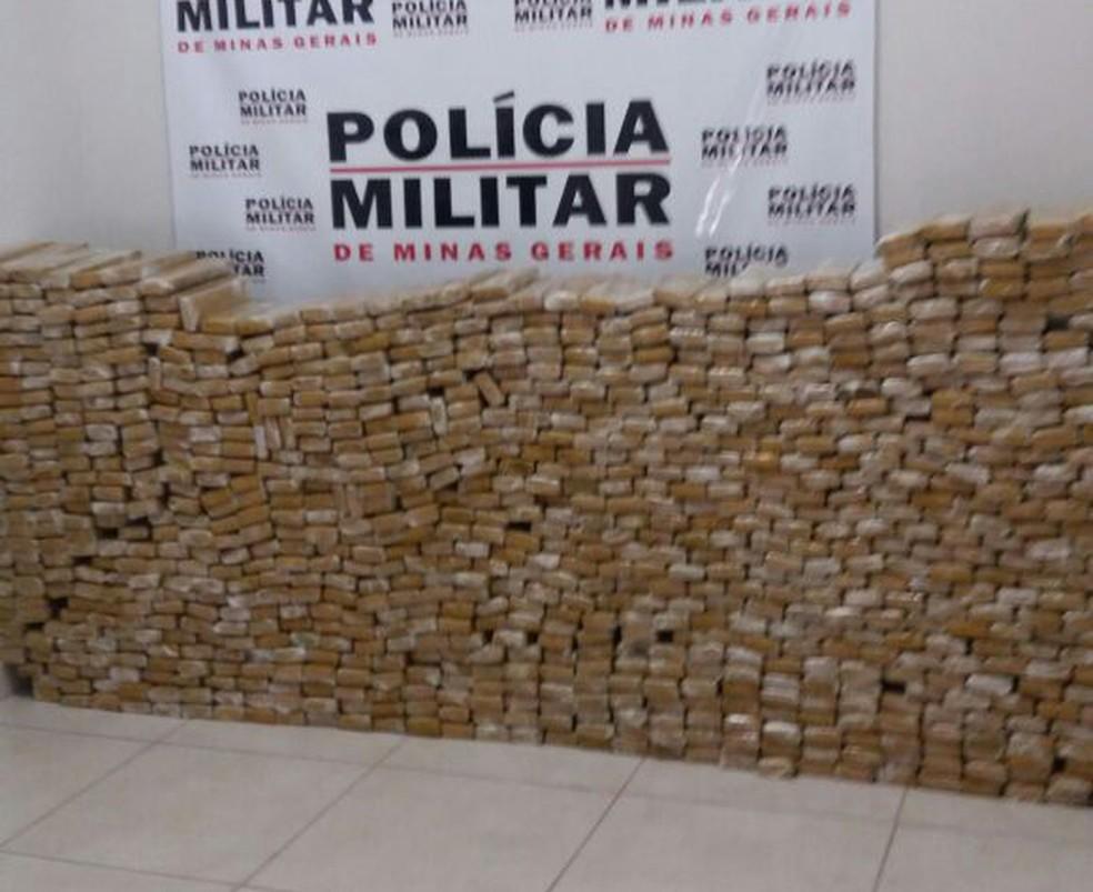 Tabletes de maconha apreendidos em Uberaba (Foto: Eduardo Idaló/G1)