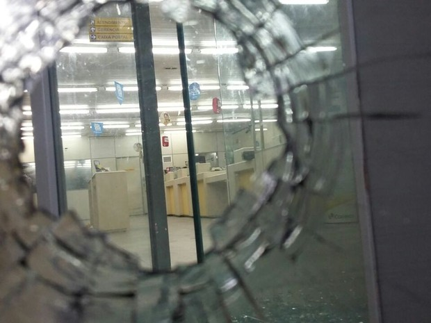 Tentativa de assalto deixa feridos nos Correios de Casa Amarela