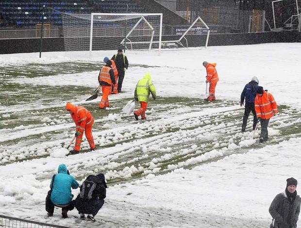 campo neve partida entre Irlanda do Norte e Rússia (Foto: Reprodução / Site Oficial Associação de futebol da Irlanda do Norte)