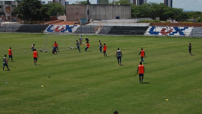 treze, treino (Foto: Edgley Lemos / GloboEsporte.com)