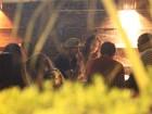 Decotada, Bruna Marquezine se diverte com Neymar em jantar no Rio