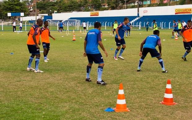 Jogadores do CSA durante treinamento com bola no Mutange (Foto: Jonathan Lins/G1)