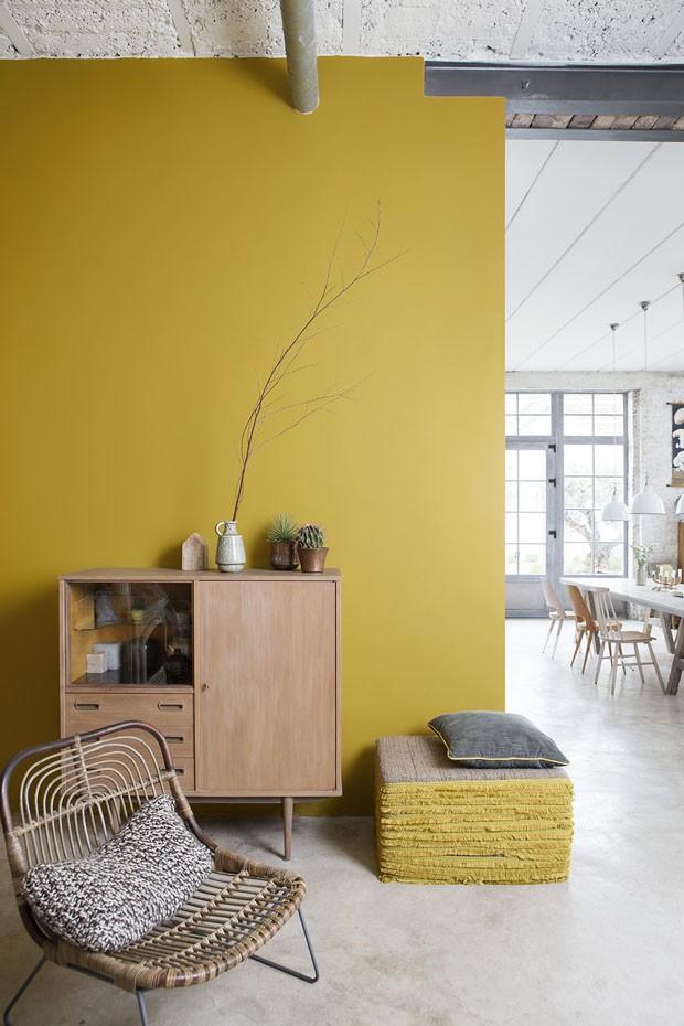 Décor do dia: tendência amarelo dourado na sala de estar (Foto: Reprodução)