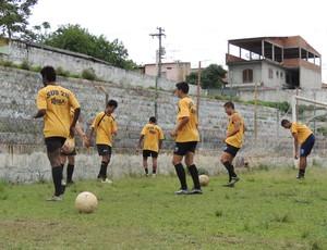 Atletas do Atlético Mogi treinam em Itaquaquecetuba (Foto: Thiago Fidelix / Globoesporte.com)