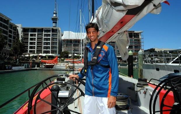 Thomaz Bellucci aproveitou a viagem a Auckland para conhecer a zona portuária da cidade (Foto: Divulgação)